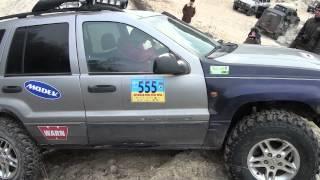 внедорожники на бездорожье Джип Jeep Grand Cherokee и Руслан жжот прощаясь с бампером