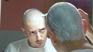 Zapętlaj How to shave your head completely bald | massemo