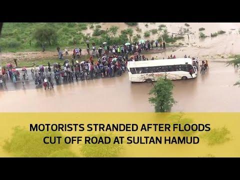 Motorists stranded after floods cut off road at Sultan Hamud