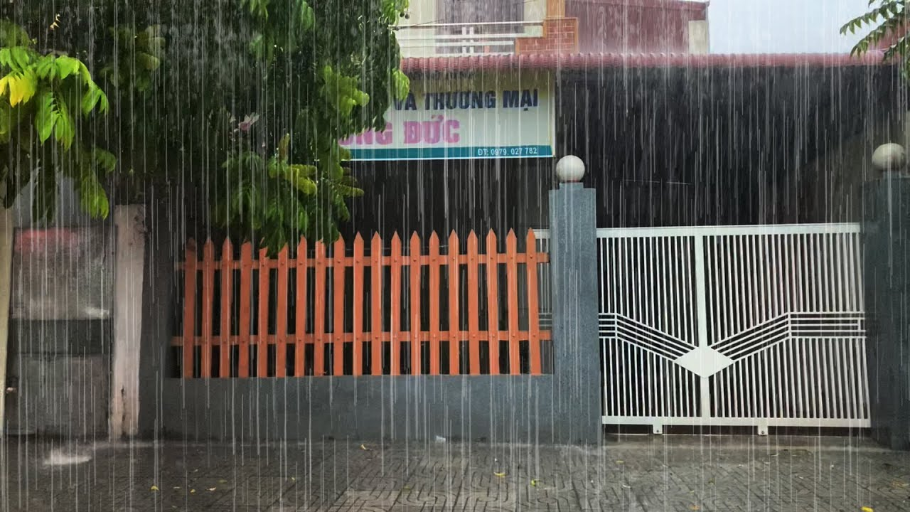 Intense Rains and Thunderstorms Poured Down Around the Metal-Roof House - Rain and Thunder Sounds