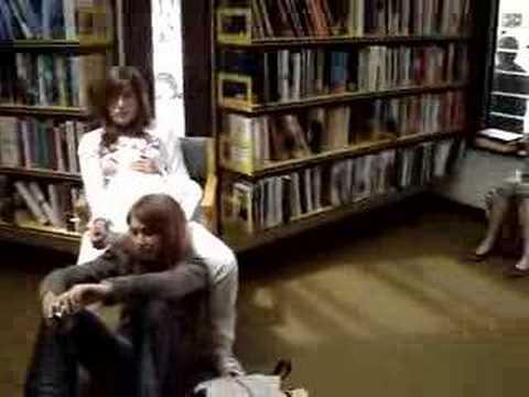 A la biblioteque