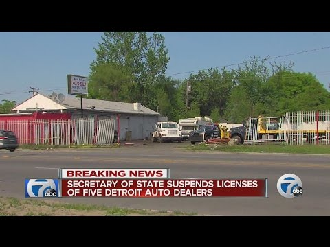 State suspends licenses of Detroit auto dealers