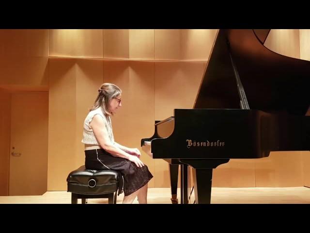 Winifred joue Philipp Glass | Studio de piano Tristan Lauber