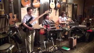 14年7月31日(木)博多・天神、フォーク喫茶「白いギター」にて♪ 白いギタ...