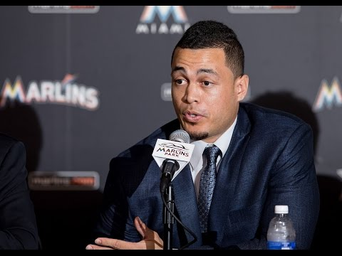 Giancarlo Stanton officially signs deal with Marlins
