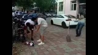 видео Рой яму