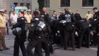 Polizeigewalt - Räumung Blockadeversuch PEGIDA München 18.7.16