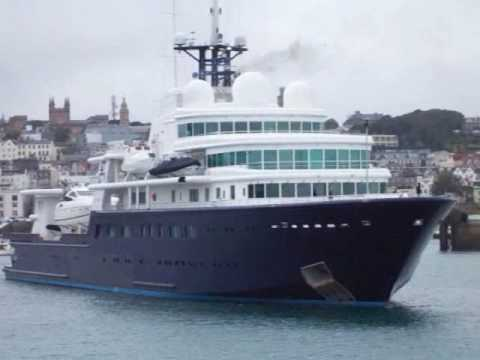 Roman Abramovichs Mega Yacht LE GRAND BLEU Leaves