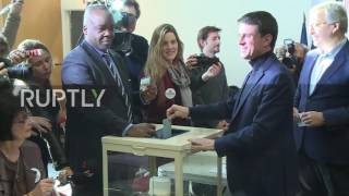 France  Former PM Manuel Valls casts vote in first round of Socialist Party primaries