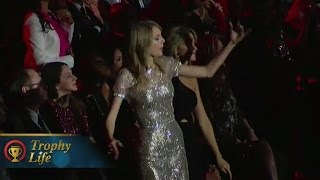 Taylor Swift Awkward Dance Moves at Grammys 2014 (VIDEO)