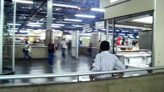 Terminal de trem, metrô e ônibus da Barra Funda em São Paulo - Horário de Pico!