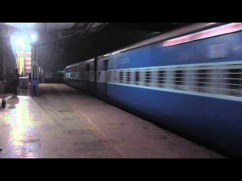 12149 Pune-Patna SF Express crossing Chunar Junction !!