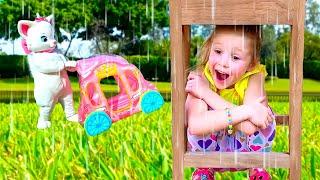 Nastya berpura-pura bermain dengan teman dan mainan baru