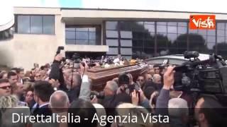 FUNERALI DI LITTLE TONY USCITA BARA