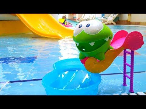 Ам Ням в аквапарке. Мультфильмы для детей. Видео про игрушки - Как поздравить с Днем Рождения