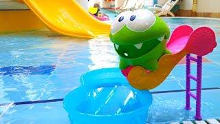 Игры Ам Няма - Ам Ням в аквапарке.