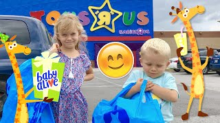 🛍 First Time At TOYS-R-US For Skye, Caden & (Baby Alive New Teeth) Marisa! 😃 We Found A New Doll!