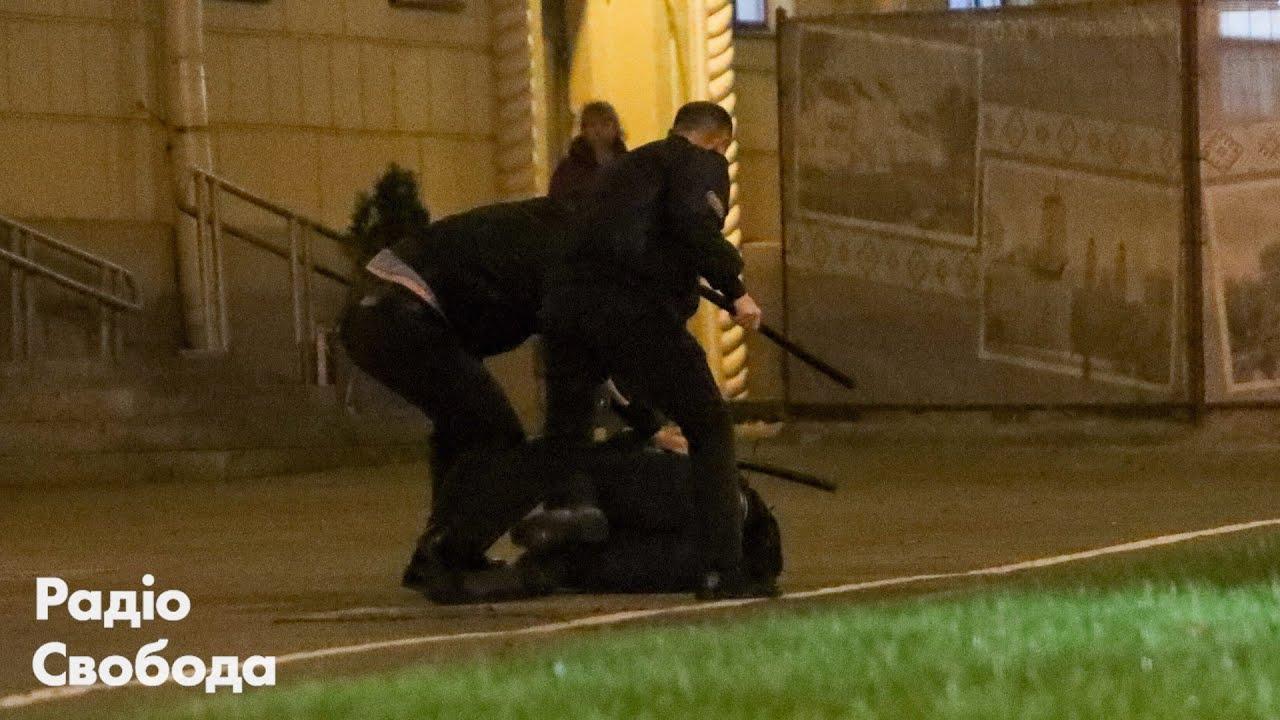 Білорусь: нічний протест, побиття, розгін та затримання людей у Мінську