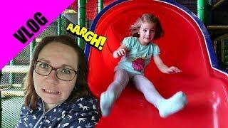Hannah und Ellie krank - OP! 🐶 Indoor Spielplatz rabatzz + Oma kommt zu Besuch | VLOG # 22
