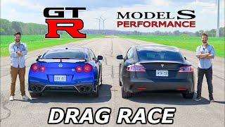 2020 Tesla Model S Performance vs Nissan GT-R // DRAG & ROLL RACE