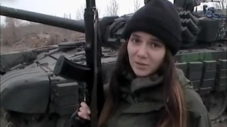 Ополченка Кира показывает умение отстреливать укропов. Ополченцы, Новороссия.
