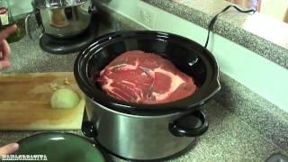 Cocinando carne de res en una olla electrica