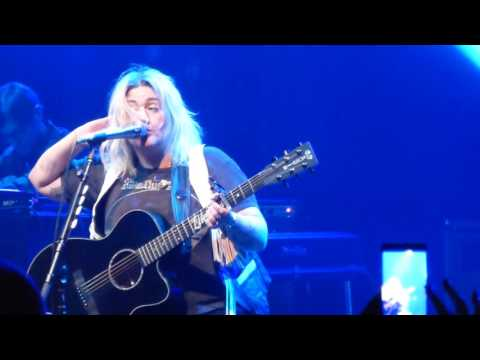 Elle King - Ain't Gonna Drown -  Live at The Fillmore in Detroit, MI on 10-30-16