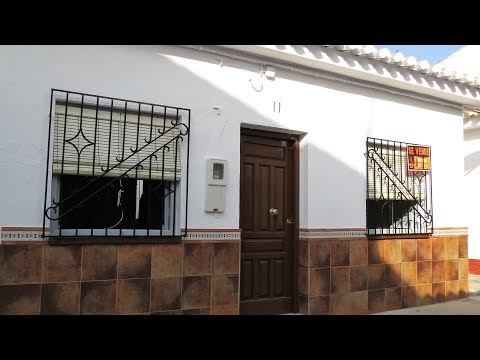 Velez de Benaudalla. REF0129. Village House with patio and roof terrace.