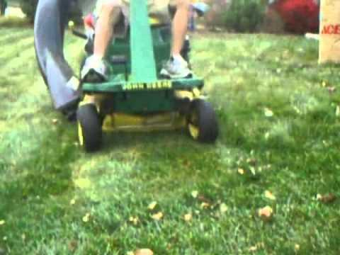 Fall Leaf Cleanup With A John Deere Srx75