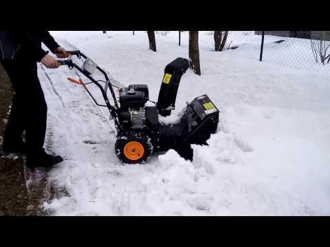 Snow Blower Riwall PRO RPST 5665 can handle a large pile of snow