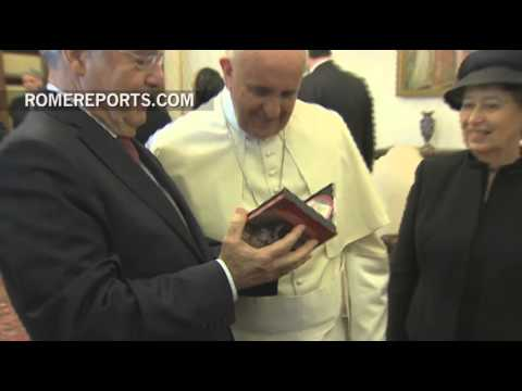 Austrian president gives Pope Francis a CD of Mozart's music