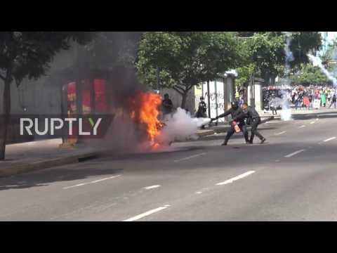 Venezuela: Clashes continue to dog Caracas as opposition march against Constituent Assembly