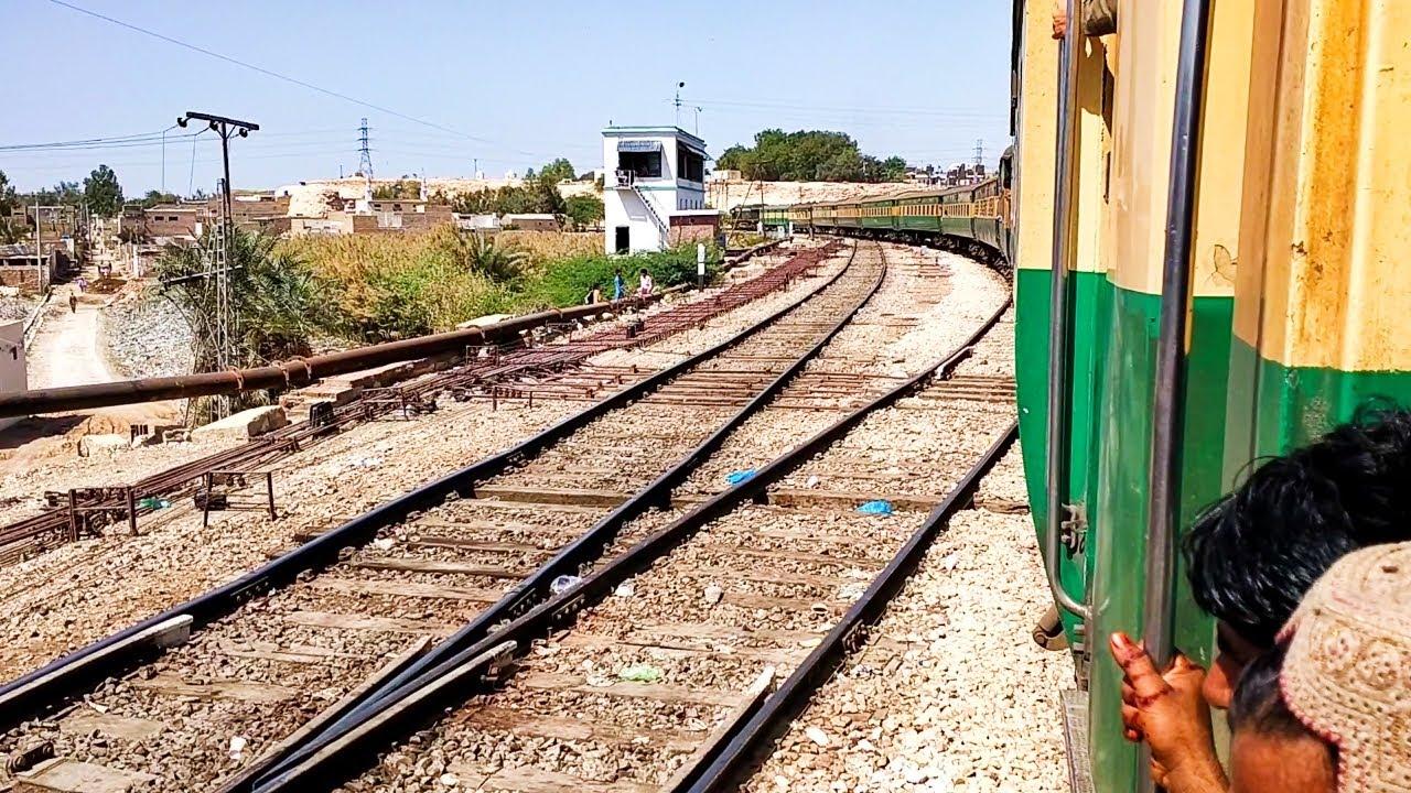 Pakistan Railways:14dn Awam Express departing Rohri Junction