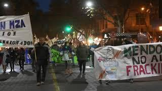 Sin camioneros, un millar de militantes sindicales marchó por las calles mendocinas