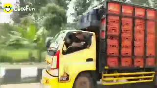 Truk oleng  viral ugal-ugalan dijalan raya || viraaaaalll