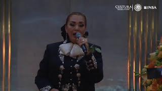 Aida Cuevas despide a Juan Gabriel en su funeral en Bellas Artes