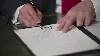2018-01-23-03-09.Trump-signs-stopgap-spending-bill-ends-shutdown