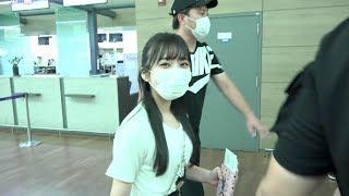 8月8日上午,Produce48中的日本选手矢吹奈子因行程经由仁川国际机场出发...
