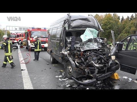 11.11.2019 - VN24 - Schwer Eingeklemmt Im Kastenwagen Nach Aufprall Auf LKW Auf A1