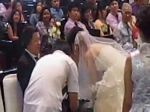 """Mohon Restu Kpd Org Tua Diiringi Lg. """"Doa Seorang Anak"""" Pernikahan Beny Muliawan & Grace Patricia."""