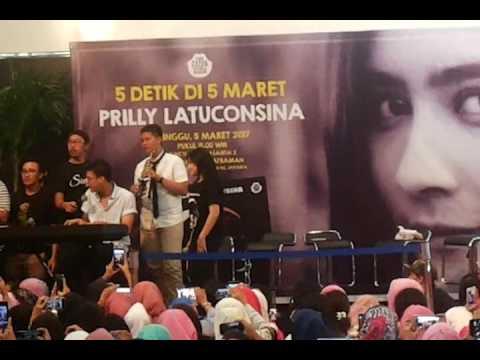 Prilly Latuconsina & Arditho Pramono - Malam Minggu Di Jakarta