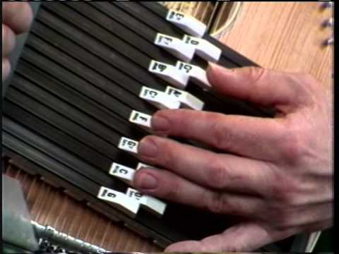 how to play the autoharp video