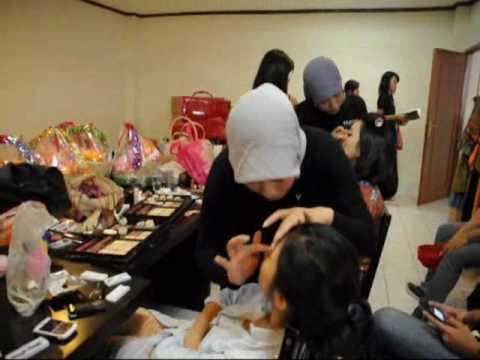 Model Muda Tv - Miss Jakarta Fair 2010 Backstage Catwalk 4 -Sign up Now www.modelmuda.com