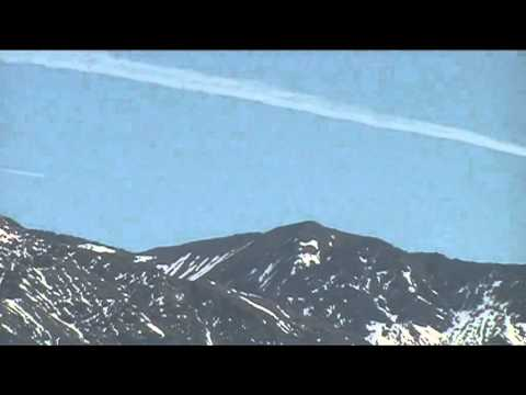 CHEMTRAIL & CONTRAIL laid at the same time KAIKOURA, NEW ZEALAND