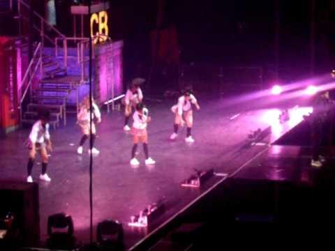 (7) chris brown concert bercy 2009--- KISS KISS