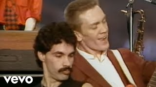 Daryl Hall & John Oates - Wait For Me