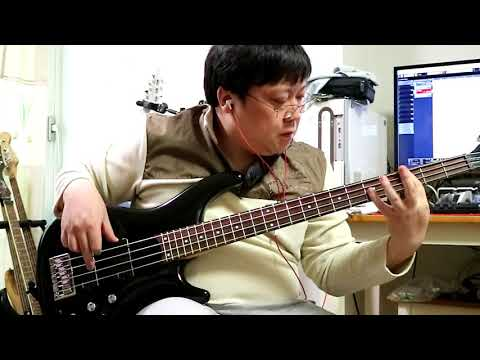 Hysteria -MUSE- Bass cover with ZOOM B3N