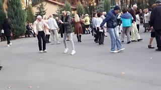 Первое слово дороже второго.Народные танцы,парк Горького , Харьков.