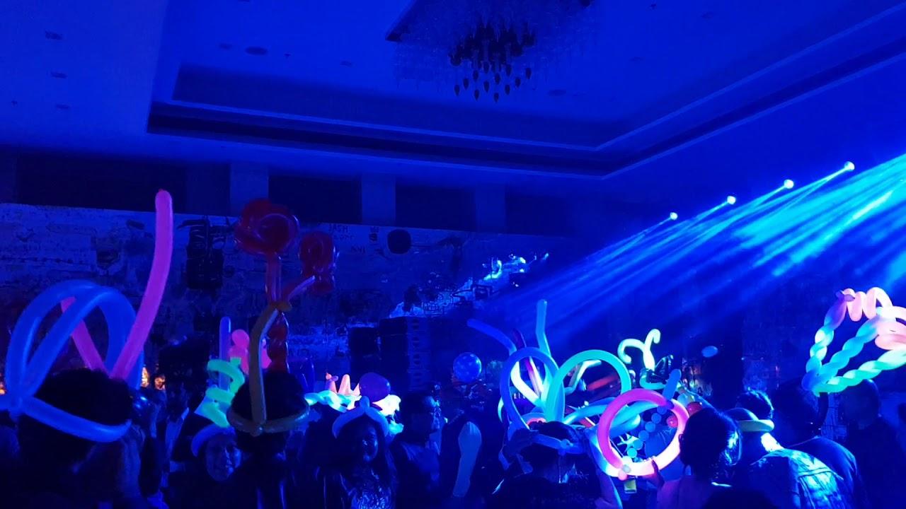 בלונים בחתונה מטורפת ומדהימה בהודו