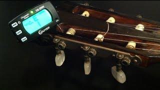 Gitarre stimmen - Eine Gitarre mit Hilfe eines Stimmgerätes stimmen